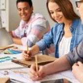 UX UI Design – jak się szkolić? Kurs online, szkolenie stacjonarne czy studia?